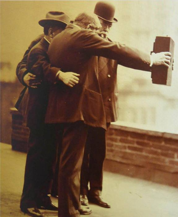 The first selfie. Joseph Byron, 1920